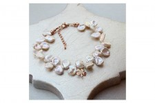 white-keshi-pearl-bracelet-with-4-leaf-clover